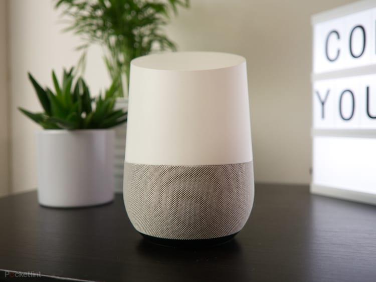 Google Home é um assistente pessoal da empresa capaz de controlar a casa da pessoa, ligar para amigos, marcar compromissos na agenda e muito mais.