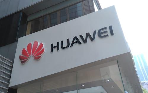 Estudo mostra que Huawei contratou funcionários ligados ao exército chinês