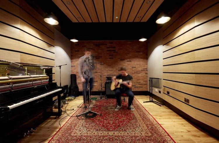 Sala de gravações The Gatehouse no complexo Abbey Road Studios - Foto por/Photo by: routenote
