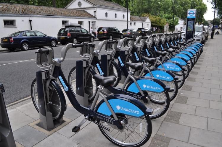 Ponto de compartilhamento de bicicletas em Londres