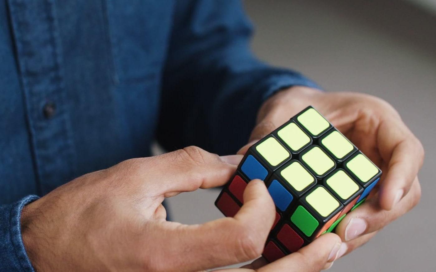 Sistema de IA aprendeu a resolver cubo mágico sozinho e levou apenas 1,2 segundos