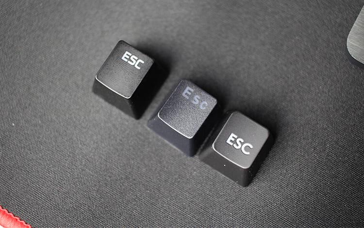 Keycaps da esquerda pra direita: Alloy Elite, Phantom Elite e G413