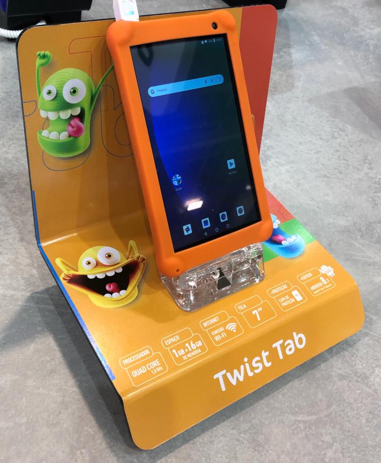 Positivo Twist Tab versão Kids conta com capa de proteção e algumas modificações no visual interno do tablet.