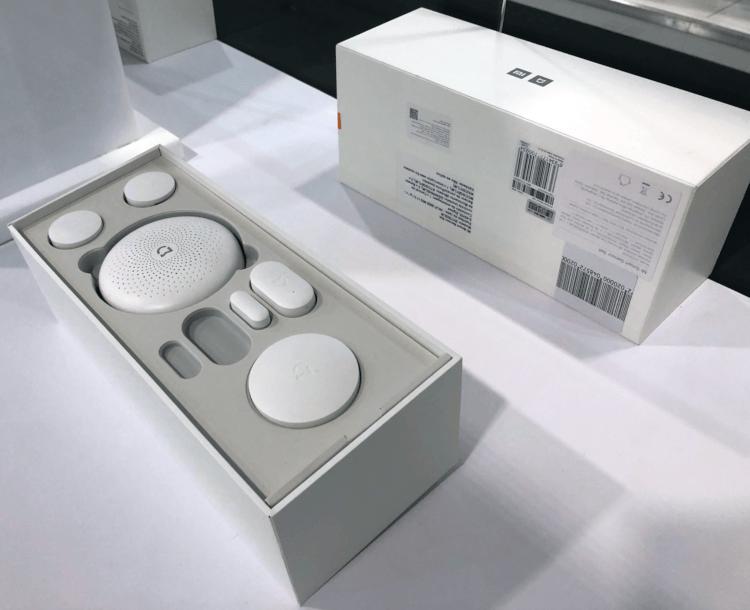Kit Smart Home conta com sensores de movimento e de abertura de portas.
