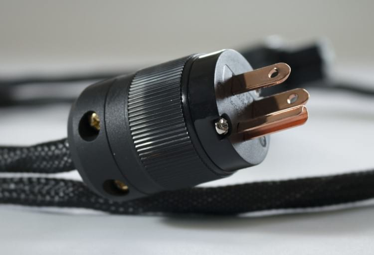 Cabo de força com conector e fios de qualidade
