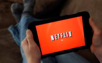 Cuidados ao compartilhar a senha da Netflix com familiares