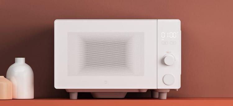 Microondas possui design limpo e básico.