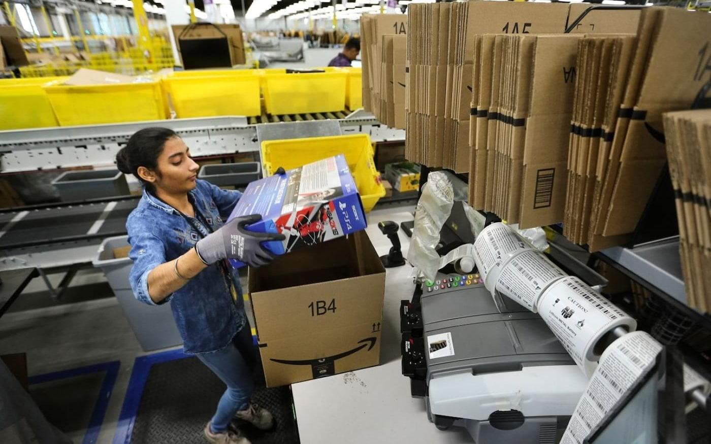 Amazon agora doará mercadorias de armazém não vendidas ao invés de destruí-las