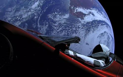 Onde está o Starman? Tesla Roadster enviado pro espaço completa órbita no sol