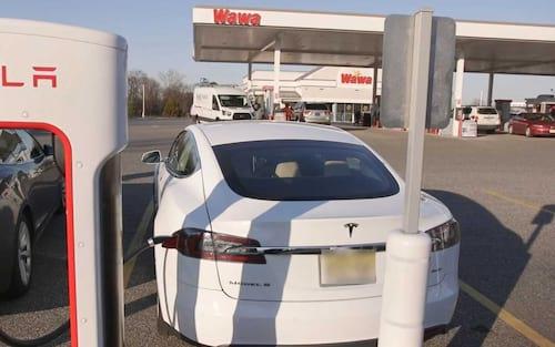 Energia gerada pela Rede Supercharger da Tesla poderia alimentar um país por 24 horas