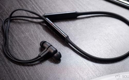Chega ao Brasil os fones de ouvido in-ear Bluetooth HUAWEI FreeLace!
