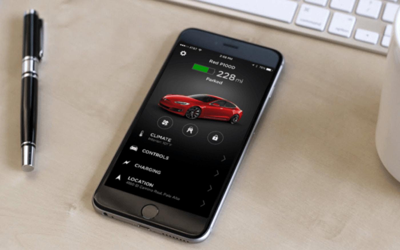 Aplicativo da Tesla cai e prende motoristas fora de seus veículos