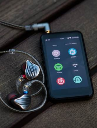 Digital Audio Player (DAP) FiiO M6 e fone de ouvido in-ear FiiO FH5. Fonte: soundnews