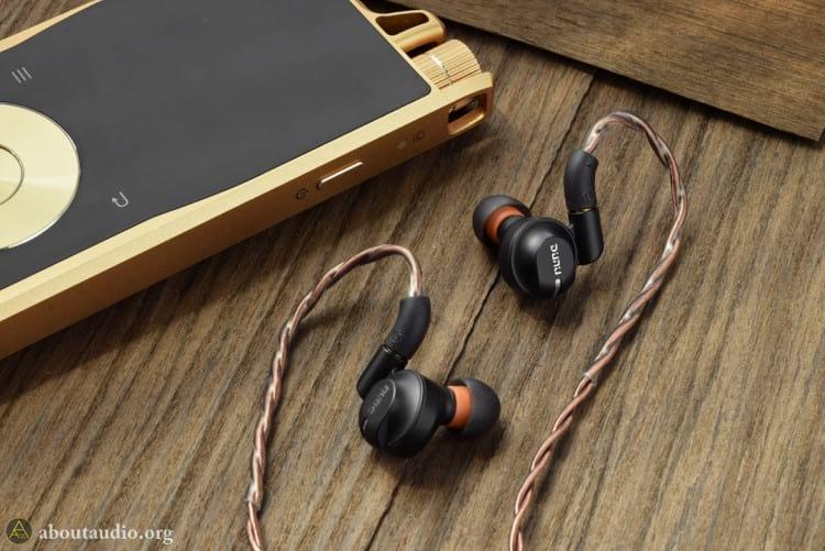 Digital Audio Player (DAP) Questyle Audio QP1R e fone de ouvido in-ear Dunu DK-4001. Fonte: aboutaudio