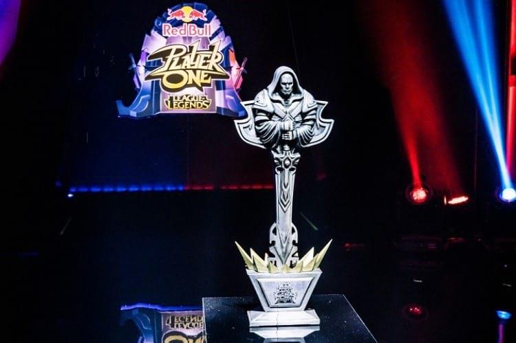 Troféu do torneio Red Bull Player One