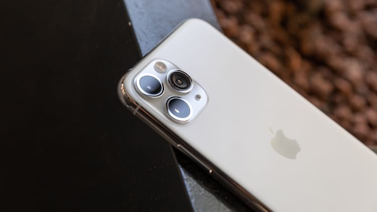 iPhone 11 Pro possui tela maior e é mais grosso que iPhone 8.