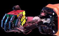 Mão robótica aprendeu sozinha como solucionar o cubo de Rubik (cubo mágico)
