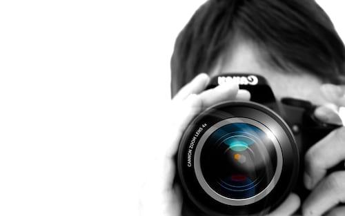 Como segurar uma câmera para fotos com velocidade do obturador lenta?