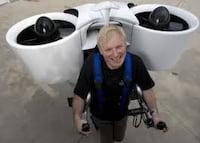 Neozelandês testou com sucesso a mochila voadora