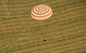 Após seis meses, astronautas chegam à Terra