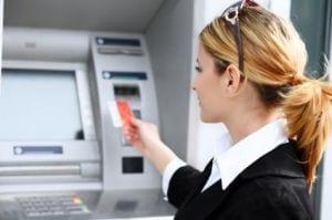 Na Grã-Bretanha já é possível tirar dinheiro em caixas sem usar o cartão