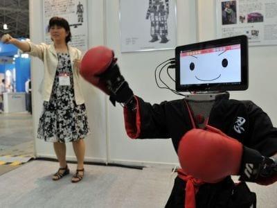 Em feira no Japão, Androides imitam movimentos de seres humanos