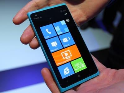 Nokia reduziu pela metade o preço do Lumia 900 nos EUA