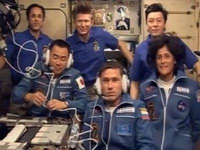 Nova tripulação da ISS chegam em sua nova casa