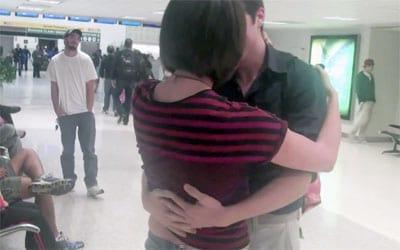 Após cinco anos de conversa pela web, casal se encontra pessoalmente