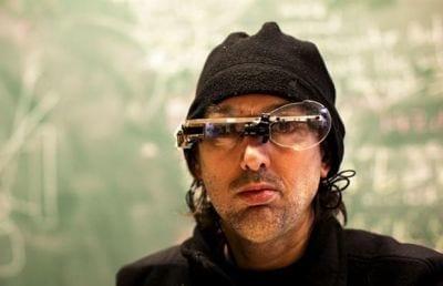 Cientista foi agredido por usar óculos semelhante ao Google Glasses