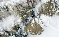 Iceberg gigante se desprende da geleira Petermann, na Groenlândia