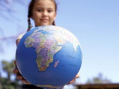 Falar mais de um idioma ajuda crianças em seu desenvolvimento intelectual