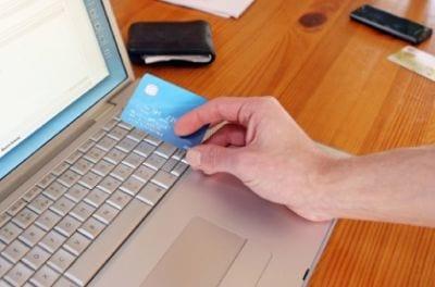 Brasileiros ainda demonstram medo de comprar na web com cartão de crédito