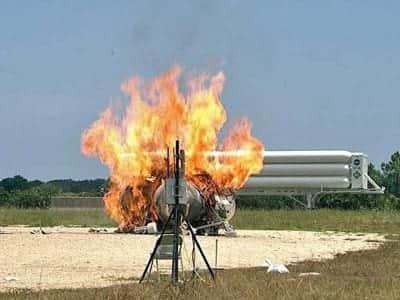 Nave experimental da NASA pega fogo durante testes