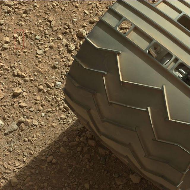 Robô Curiosity capta imagem de um suposto dedo fossilizado