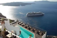 Balão enorme de magma cresce debaixo da ilha grega de Santorini