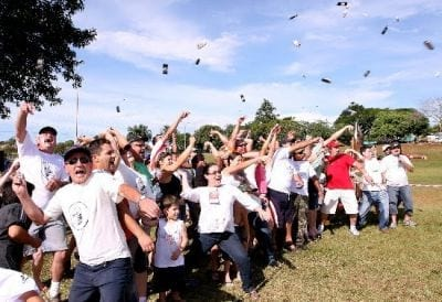 Foz do Iguaçu realiza seu torneio anual de arremesso de celulares e notebooks