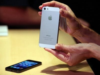 Apple bate novo recorde com iPhone 5