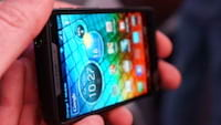 Motorola lança smartphone com chip Intel