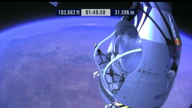 Felix Baumgartner fez o maior salto em queda livre do mundo