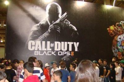 Fãs do game Call of Duty se aglomeram em fila cansativa só pra testarem o novo game da série