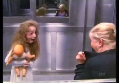 Pegadinhas de mortos no elevador fazem sucesso no YouTube