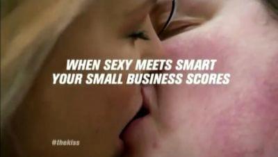 Vídeo com nerd beijando modelo vira sucesso na web
