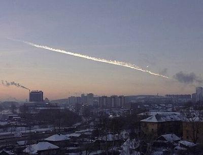 Meteorito cai na Rússia e fere 500 pessoas
